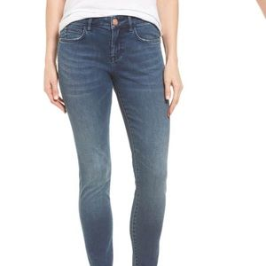 Tommy Bahama Skinny Jeans in River Wash